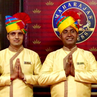 maharaja-express-staff